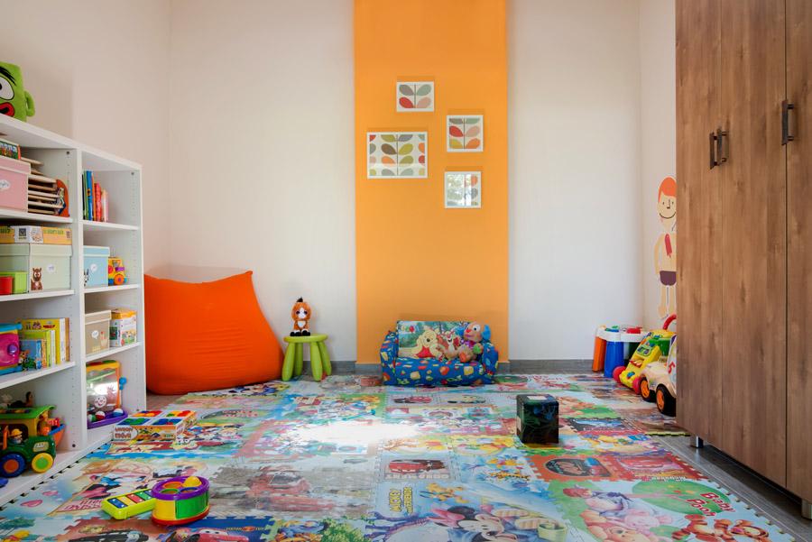 יחדיה של 120 *120 נותנת נגיש לילדים לאחסון צעצועים.