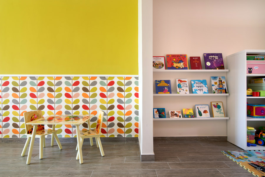 מאפשרים הצגה חזיתית של הספרים, שמזמינה ילד לגשת ולהושיט יד.